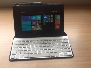 InCase Origami Workstation con el Apple Keyboard Wireless y la Acer Iconia W510 de Quique