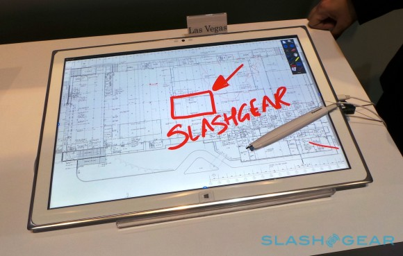 panasonic_20-inch_4k_tablet_hands-on_sg_14