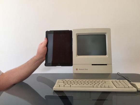 Macintosh junto a un iPad 2 para comparación
