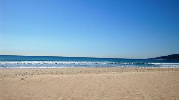 Playa sin las molestas pisadas.